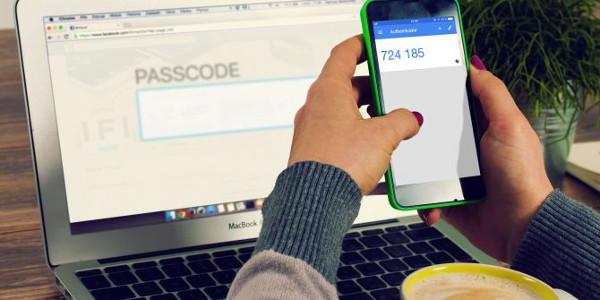 کدام امنتر است: احراز هویت دو مرحلهای با اپلیکیشن یا SMS ؟